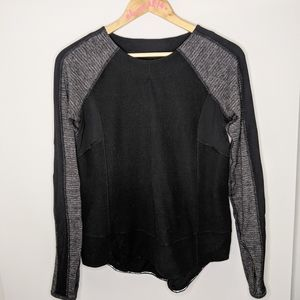 Lululemon run: bold in the cold long sleeve size 6